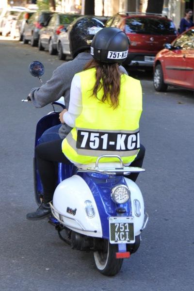 140414 Uso casco y chaleco
