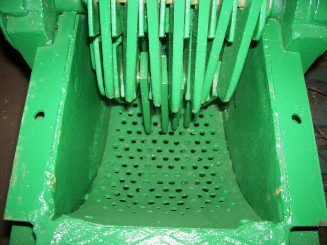 1381795906_513245525_10-Moledora-de-granos-con-motor-de-135-hp-