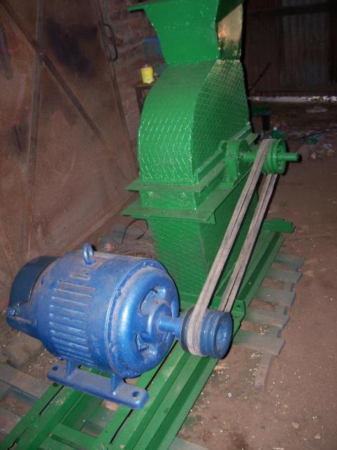1381795906_513245525_7-Moledora-de-granos-con-motor-de-135-hp-