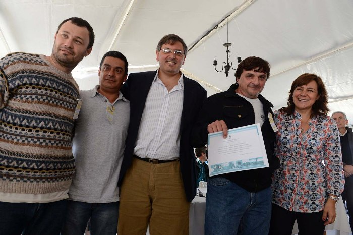 140511 entrega a Guillermo Etcheverry, Sergio Oviedo y Gabriel Santos