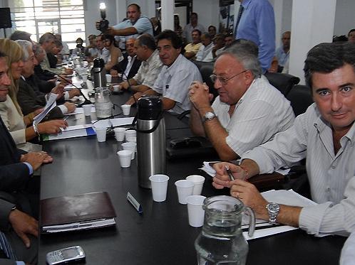 Miguel Zubieta en primer plano, en una anterior reunión en la sede del Ministerio de Economía