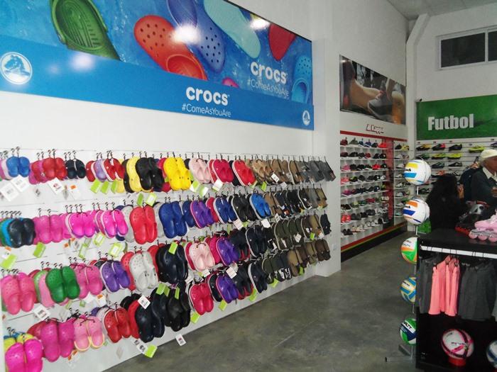 ea5376ea33afe El mismo está ubicado a 50 metros de la rotonda de Frocham y Ruta 205 y se  llama «Sport Factory». Se destaca la oferta en indumentaria deportiva.